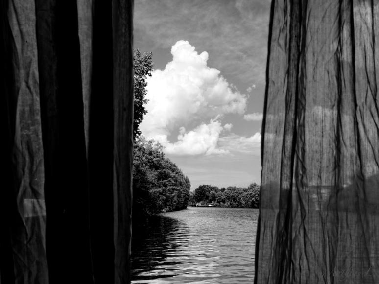 De l'autre côté des rideaux