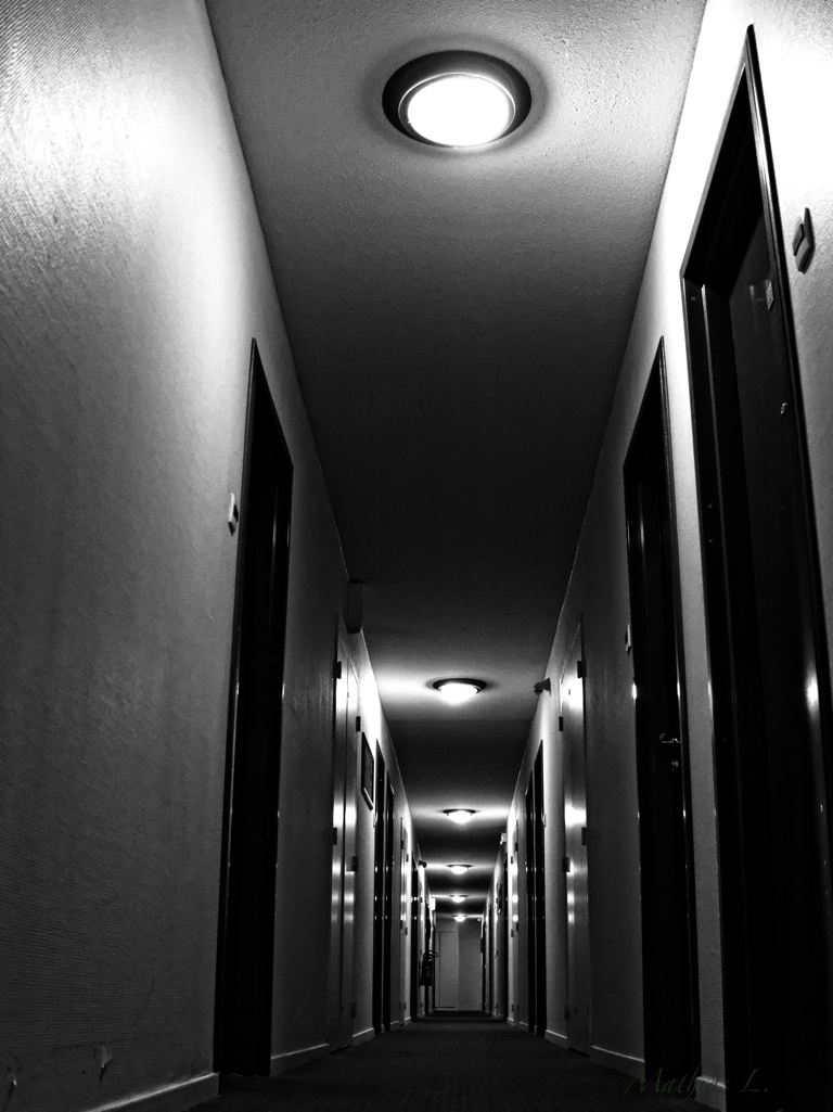 Un hôtel … un couloir