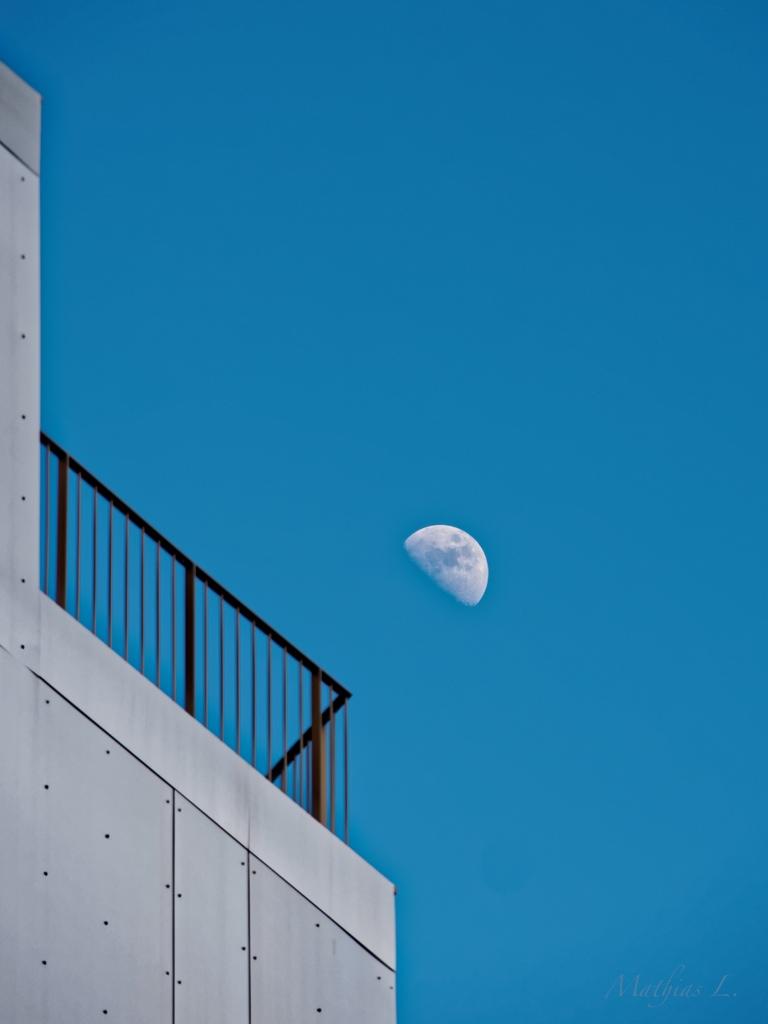 La lune au balcon