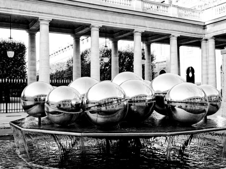 Les Sphérades, Fontaine-sculpture de Pol Bury