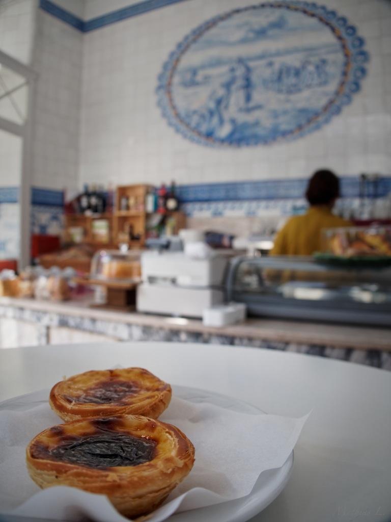 Boulangerie/Patisserie au croisement des rues du Moçambique et de l'Angola (Pastéis de nata)