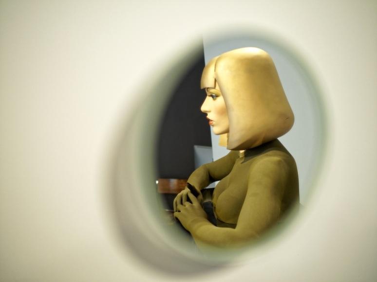 Nahtalie Elemento (détail) - Allen Jones (reflet)